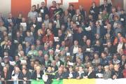 Fast 400 Sängerinnen und Sänger aus dem Thurgau sorgten vor Spielbeginn für Gänsehautstimmung in der Eishalle Güttingersreuti. (Bild: Mario Gaccioli)