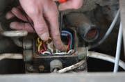 Bei Arbeiten an einer elektrischen Anlage hat sich ein Mann verletzt. (Symbolbild/STG)