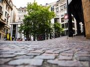 Die jungen Frauen waren auf der Place des Trois-Perdrix in der Altstadt von Genf angegriffen worden. (Bild: KEYSTONE/JEAN-CHRISTOPHE BOTT)