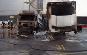 Der Lastwagen und die Auflieger erlitten Totalschaden. (Bild: PD/Luzerner Polizei)