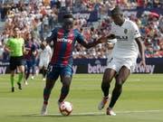 Levante mit Emmanuel Boateng (links) trotzte dem grossen Stadtrivalen Valencia mit Mouctar Diakhaby einen Punkt ab (Bild: KEYSTONE/EPA EFE/JUAN CARLOS CARDENAS)