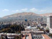 Die von den Explosionen betroffene Luftwaffenbasis befindet sich in der Nähe der syrischen Hauptstadt Damaskus. (Bild: KEYSTONE/EPA/YOUSSEF BADAWI)