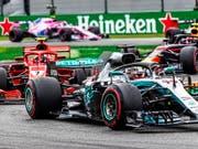 Lewis Hamilton siegt im Ferrari vor Kimi Räikkönen im Ferrari (Bild: KEYSTONE/EPA/SRDJAN SUKI)