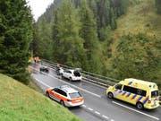 Ein Toter und eine Schwerverletzte: Dies die traurige Bilanz eines Verkehrsunfalls im Bündnerland vom Samstag. (Bild: Kantonspolizei Graubünden)