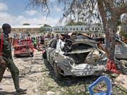 Mindestens acht Tote und zehn Verletzte hat ein Bombenattentat in der somalischen Hauptstadt Mogadischu gefordert. (Bild: KEYSTONE/AP/FARAH ABDI WARSAMEH)
