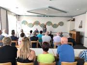 Das Interesse an der angekündigten Versteigerung war gross: Rund 30 Personen füllten den Saal des Oberbüren Pfarreiheims. (Bild: Andrea Häusler)