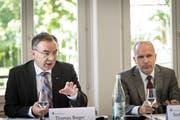Thomas Bieger (links), Rektor der Universität St.Gallen, und Regierungsrat Stefan Kölliker. (Bild: Ralph Ribi (St.Gallen, 11. September 2017))