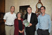 Sie stellten das neue Buch vor (von links): Alex Baumgartner, Doris Hellmüller, Franz Enderli und Marius Risi. (Bild: Birgit Scheidegger (Sachseln, 18. September 2018))