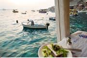Destinationen wie Griechenland sind im Herbst praktisch ausgebucht.Bild: Andreas Hub/Keystone