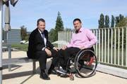 Charly Freitag im Gespräch mit Christian Betl, dem Präsident der Paraplegiker-Vereinigung (Bild: PD)