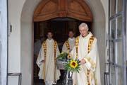 Das Velo war sein Markenzeichen: Josef Haselbach (rechts) geht und übergibt das Amt des Guardians an Bruder Benno (links). (Bild: Tobias Bruggmann)