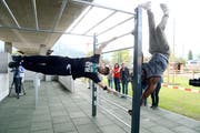 Human Flag: Das und mehr wurde im Jugendpark Buchs vorgezeigt. (Bild: Hansruedi Rohrer)
