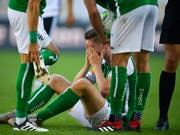 Nach bösem Foul schwer verletzt: St. Gallens Stürmer Cédric Itten (Bild: KEYSTONE/GIAN EHRENZELLER)