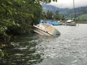 Der Sturm Fabienne beschädigte auf dem Alpnachersee ein Boot. (Bild: Kantonspolizei Obwalden)