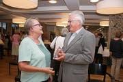 Josef Würsch im Gespräch mit Laudatorin Maria Küchler-Flury. (Bild: Marion Wannemacher (Stans, 21. September 2018))