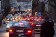Feierabendverkehr auf der Teufener Strasse. (Bild: Benjamin Manser - 8. Februar 2016)