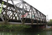Die Münchensteinbrücke wurde mit CFK-Streifen fixiert.