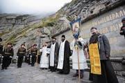 Auch russisch-orthodoxe Priester nahmen an der gestrigen Gedenkfeier in der Schöllenen teil. (Bild: Urs Hanhart (Andermatt, 24. September 2018))