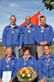 Vorn von links: Christof Arnold, Alice Arnold, Ivo Barandun. Hinten, von links: Marcel Bütler, Michel Stuber und Bruno Gössit. (Bild: PD)