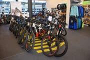Nicht mehr nur bewegungsscheue Menschen, sondern auch Sportler wie Mountainbiker interessieren sich für E-Bikes.