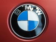 Eine Gewinnwarnung von BMW erschreckt die Anleger: Die Aktie stürzt an der Börse ab. (Bild: KEYSTONE/EPA/CHRISTIAN BRUNA)