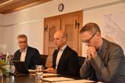 Vizestradtpräsident Patrick Hug, Stadtpräsident Andreas Balg und Mischa Vonlanthen, Leiter Abteilung Finanzen präsentieren das Budget 2019 der Stadt Arbon. (Bild: David Grob)