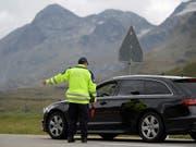 Der Ständerat will dem Grenzwachtkorps unter die Arme greifen und das Personal in den am meisten von Kriminaltourismus betroffenen Kantonen aufstocken. (Bild: KEYSTONE/GIAN EHRENZELLER)