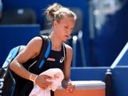 Viktorija Golubic kann ihre Enttäuschung nach dem Aus in Wuhan nicht verbergen (Bild: KEYSTONE/ANTHONY ANEX)