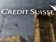 Die Credit Suisse schafft flexiblere Arbeitsstrukturen und baut Vaterschaftsurlaub aus. (Bild: KEYSTONE/WALTER BIERI)