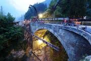 Der Bogen der Intschialpbachbrücke ist im Sommer 2015 verstärkt worden. (Bild: PD)