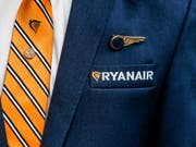 Erfolg für die Ryanair-Angestellten in Italien: Kurz vor einem für Freitag geplanten Streik stimmt der Billigflieger einem Tarifvertrag für Flugbegleiter in Italien zu. (Bild: KEYSTONE/EPA/STEPHANIE LECOCQ)