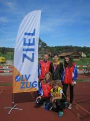 Sie gewannen in der Zentralschweizer Jugend-OL-Meisterschaft Gold, Silber oder Bronze; hinten, von links: Mirjam Würsten, Belinda Gisler und Isabelle Gisler; vorne, von links: Lara Gisler und Fabian Gisler. (Bild: Mike Gisler, Steinhausen, September 2018
