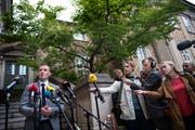Staatsanwalt Kristian Kirk stellt sich nach dem Urteil im Berufungsprozess in Kopenhagen vor die versammelte Presse. (Bild: Liselotte Sabroe/EPA; 26. September 2018)