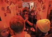 Kaum Platz für drei Personen: Die Lift-Bar kommt bei den «Treppenhaus»-Gästen jeweils gut an.