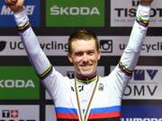 Strahlt im regenbogenfarbenen Trikot des Zeitfahr-Weltmeisters: Der Australier Rohan Dennis (Bild: KEYSTONE/AP/KERSTIN JOENSSON)