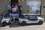 Die bisherigen und zukünftigen Ballonshop- und Gascenter-Betreiber: Gianni und Marisa Sudero, Igi Palano und Sandro Ehrbar. (Bild: ZVG)