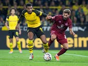 Manuel Akanji (links) trifft im 16. Bundesligaspiel für den BVB erstmals (Bild: KEYSTONE/dpa/BERND THISSEN)