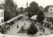 Die Wega zu ihren Anfangszeiten in den 1950er-Jahren. Der Marktplatz wurde damals ausser für die neue Messe und Märkte nur als Parkplatz und für den Viehmarkt genützt. (Bild: PD)