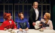 Im Theaterstück «Fisch zu viert» führt der Diener Rudolf mit drei Frauen eine Liebschaft, was zu Komplikationen führt. (Bild: PD)