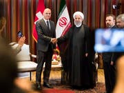 Viel Händeschütteln in New York: Bundespräsident Alain Berset kam am Mittwoch unter anderem mit dem Präsidenten der Islamischen Republik Iran, Hassan Ruhani, zusammen. (Bild: KEYSTONE/PETER KLAUNZER)