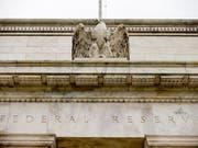 Wie erwartet hat die US-Notenbank ihren Leitzins ein weiteres Mal angehoben. Bis Ende 2019 will sie noch vier Mal nachlegen. Die Fed reagiert damit auf die boomende US-Wirtschaft. (Bild: KEYSTONE/AP/ANDREW HARNIK)