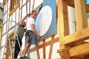 Oliver Kessler und Mathias Rufer arbeiten seit drei Jahren am Umbau des über 300-jährigen Hauses an der Hubgasse. (Bild: Mario Testa)