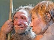 Neandertaler stellte man sich bisher eher grobschlächtig vor. Eine neue Studie beweist: Sie hatten durchaus Fingerspitzengefühl. (Bild: KEYSTONE/AP/MARTIN MEISSNER)