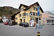 Der «Ochsen» in Sevelen, das jüngste Beispiel einer Beiz, die einer Ortsgemeinde oder einer politischen Gemeinde gehört. (Bild: Heini Schwendener)