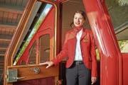 Nadine Mühlemann in einem Triebwagen der Pilatus-Bahnen, für einmal in ihrer Flugbegleiterinnen-Uniform. (Bild: PD)