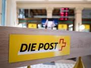 Der Konzerngewinn der Post sank im ersten Halbjahr 2018 im Vergleich zum Vorjahr um 167 Millionen Franken. (Bild: Keystone/URS FLUEELER)