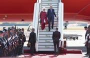 Erdogan trifft mit seiner Frau Emine am Flughafen Tegel ein. (Bild: Sean Gallup/Getty ( Berlin, 27. September 2018)