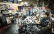 Am Disorder Bandraum-Festival öffnen St.Galler Bands ihre Proberäume in der Stadt und geben Konzerte darin. Im Bild die Gruppe Karluk. (Bild: Ralph Ribi)