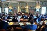 Auch nach der Kantonsratssitzung sorgt die Augarten-Sanierung für Gesprächsstoff (Bild: Regina Kühne)