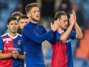 Die Basler punkten mit einer Willensleistung und bedanken sich bei den Fans für die Unterstützung (Bild: KEYSTONE/ALESSANDRO DELLA VALLE)
